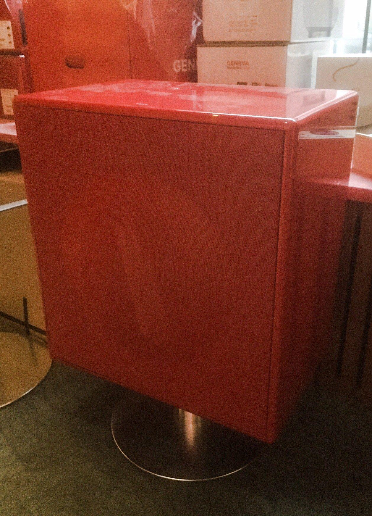 Model XL Red demo + jalka